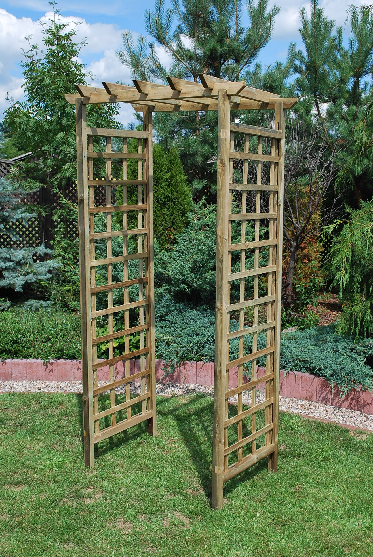 15. ASCOT - ARCH SMALL WITH FLAT TOP, SQUARE LATTICE