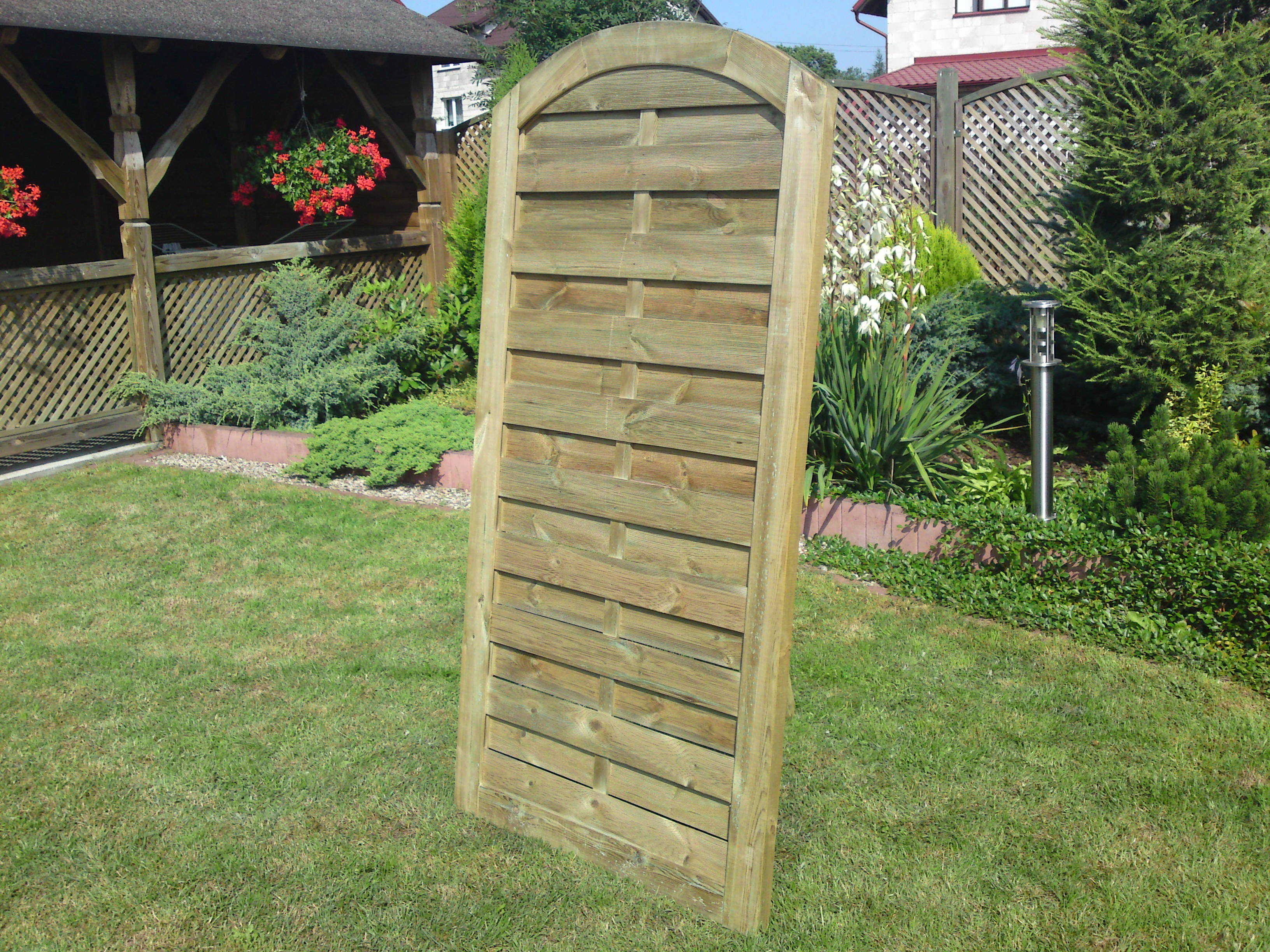 252, 278. DEVON (SAN REMO) PREMIER FENCE GATE WITH ARCH TOP