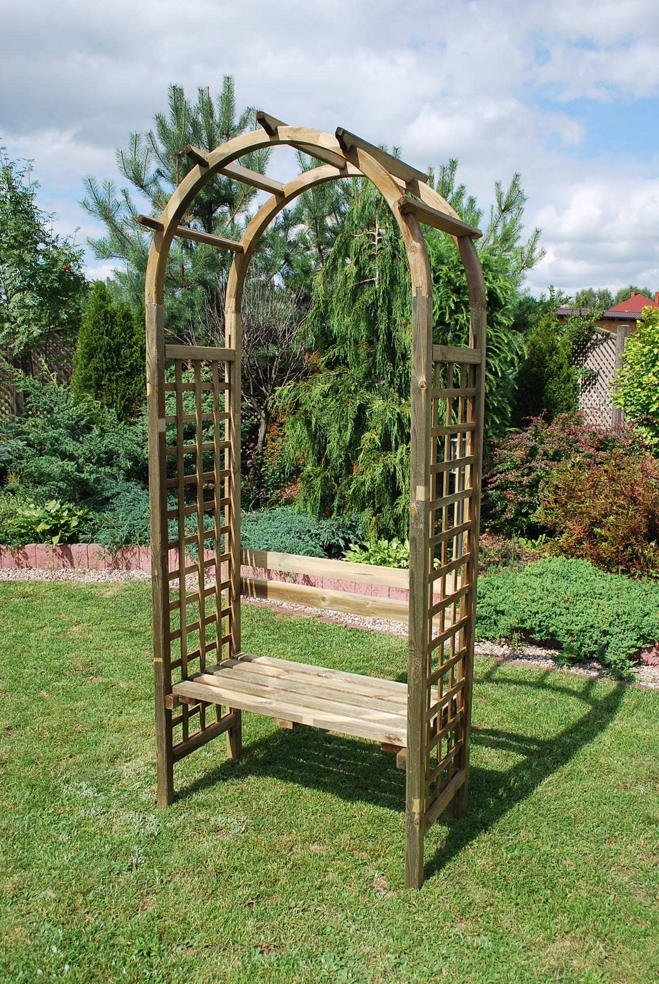 9. AINTREE ROSE ARCH WITH SQUARE TRELLIS AND SEAT