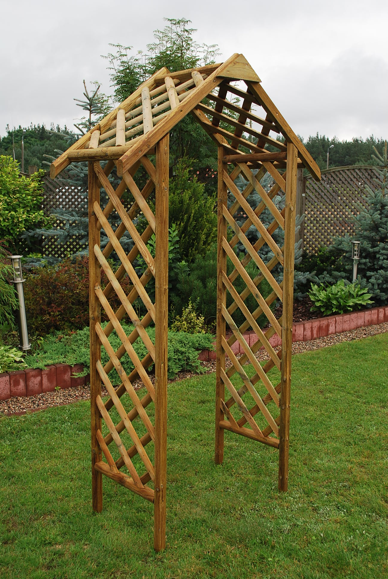 12.EXETER RUSTIC ARCH