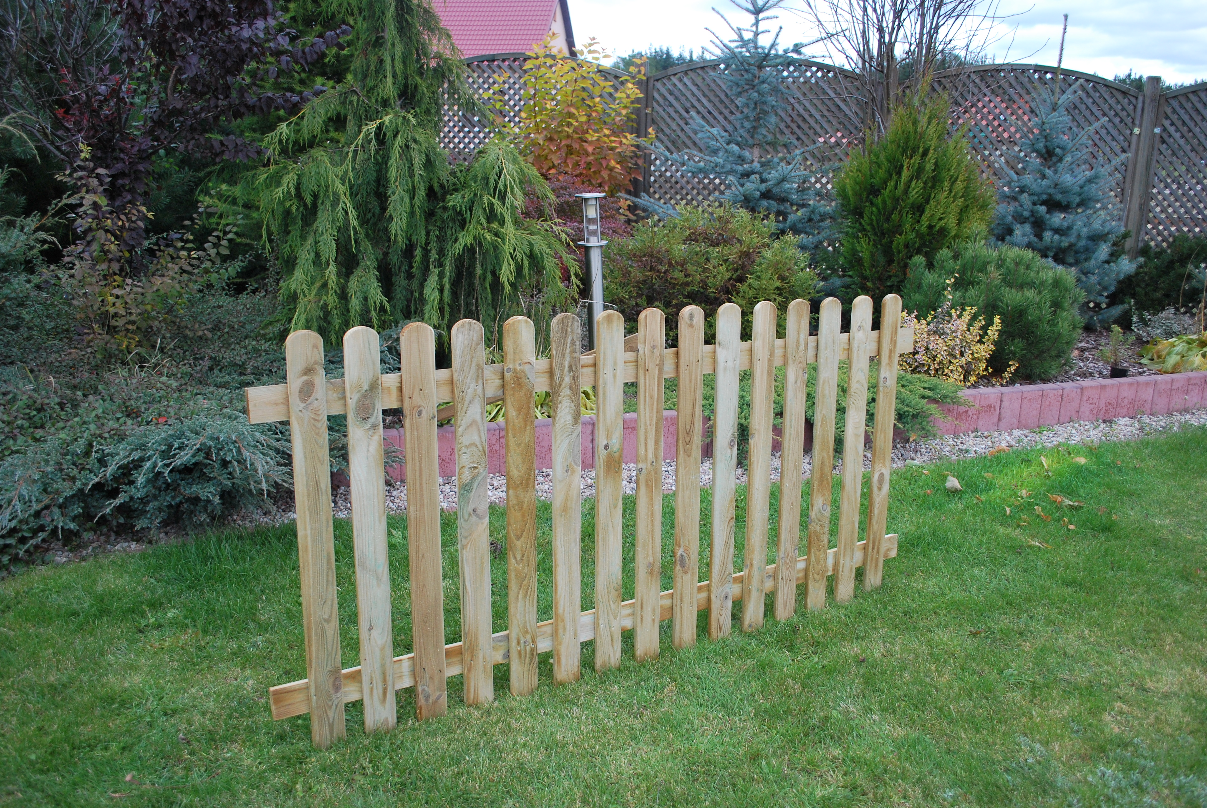 130. PICKET FENCE- 900h mm x 1828w mm  NON RIBBED - 15 PALINGS 16 x 70